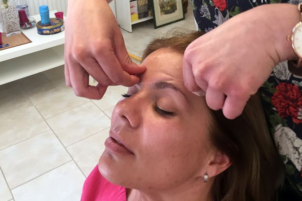 Depilacija koncem - Threading
