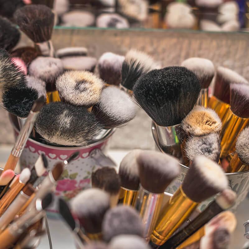 Naručite online pribor i proizvode potrebne za Tečaj za makeup artista